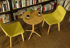 木质咖啡厅桌椅