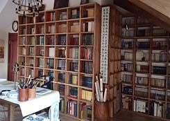 木制图书馆书架