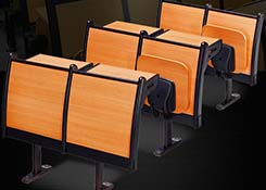 �A梯教室�n桌椅
