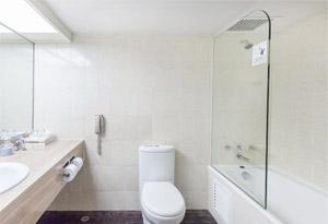 星级酒店套房家具浴室