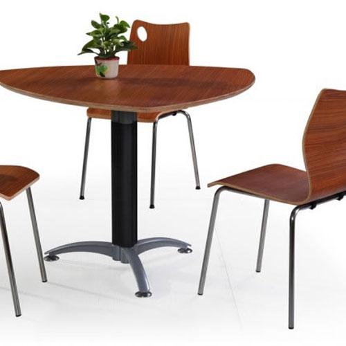 三角形美式餐桌
