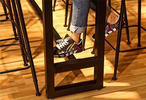 桌椅桌脚横杠设计