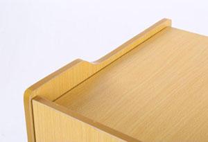 讲台边缘扶手设计