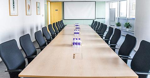 一张会议桌,20把会议椅