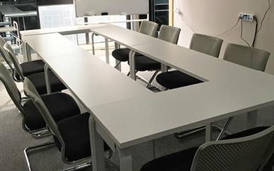 12张小会议桌,20把会议椅