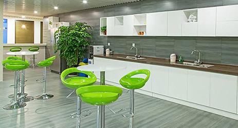 壁柜+圆桌+高脚椅