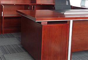 原木色办公桌细节图2