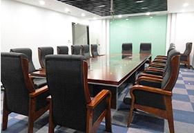 公司中型会议室实木会议桌定制案例
