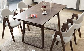 简约木质餐桌