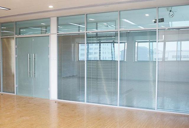 �k公室百�~玻璃隔��