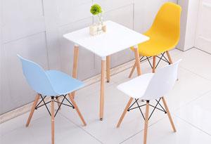 圆形玻璃洽谈桌造型