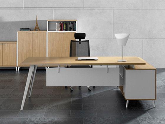 简约型钢木结构老板办公桌图片