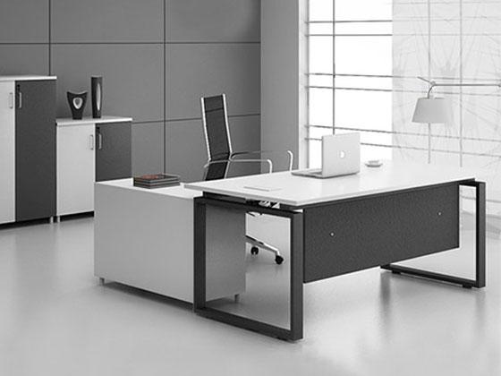 不同风格的老板办公室装修风格如何选择办公桌?